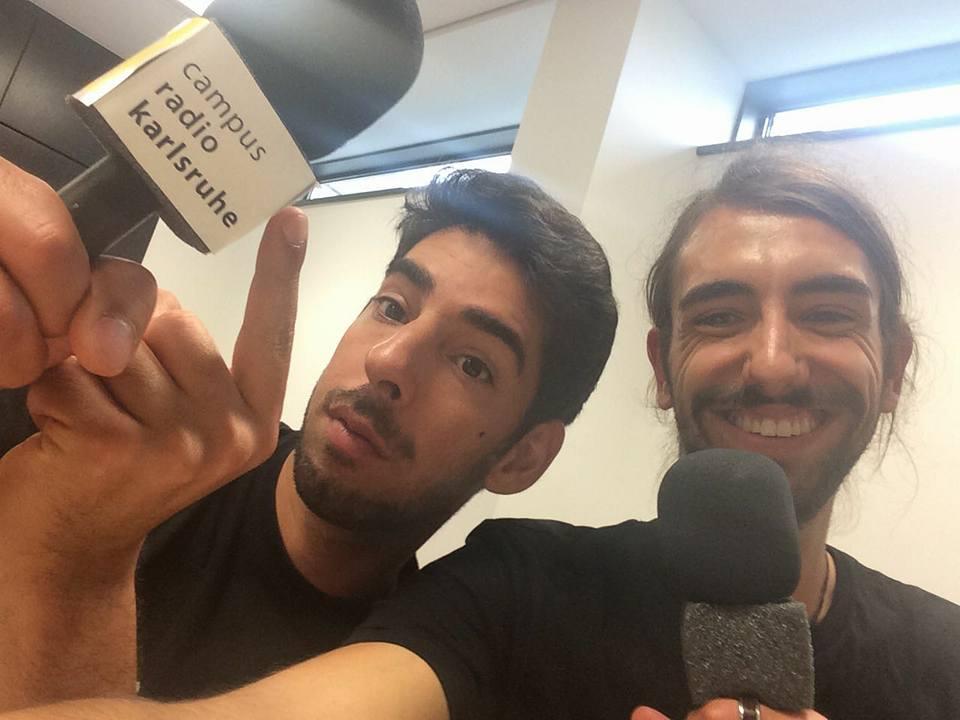 Eiran MC und Josh am Mikro