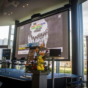 Podium der Karlsruher Gespräche