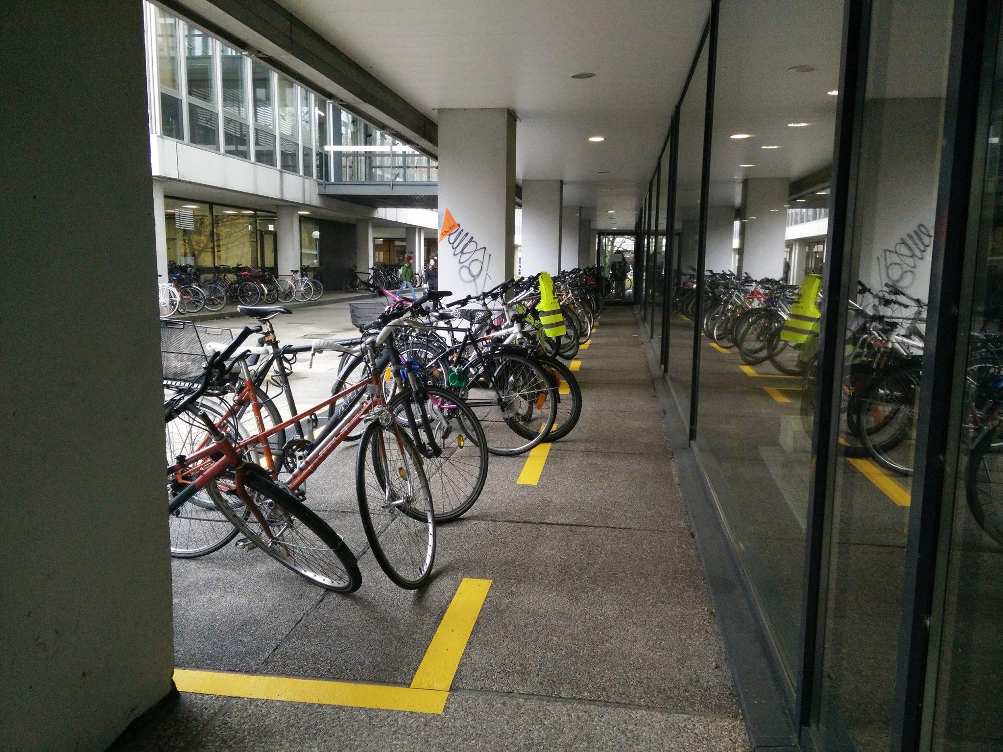Fahrräder auf dem Campus