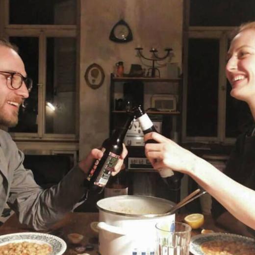 Helena und Yannick am Küchentisch