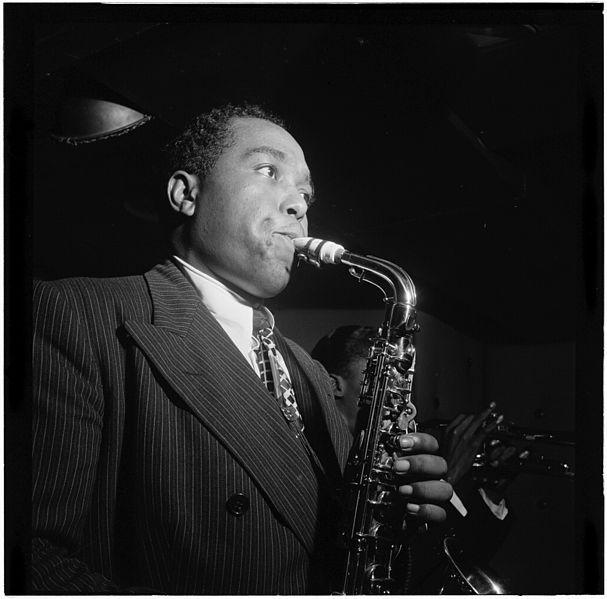 Charlie Parker mit Saxophon