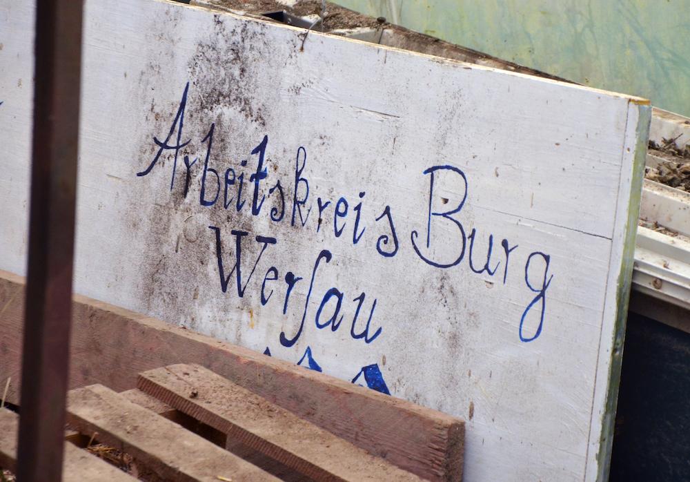 """Schild """"Arbeitskreis Burg Wersau"""""""