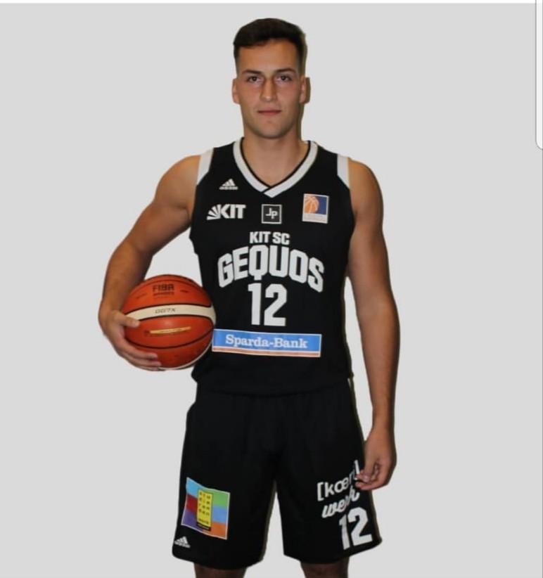 Sven Saddedine im Basketball-Trikot