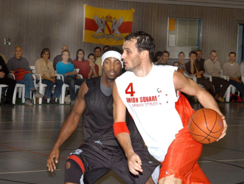 Zoran Seatovic als Spieler in einem Basketball-Spiel