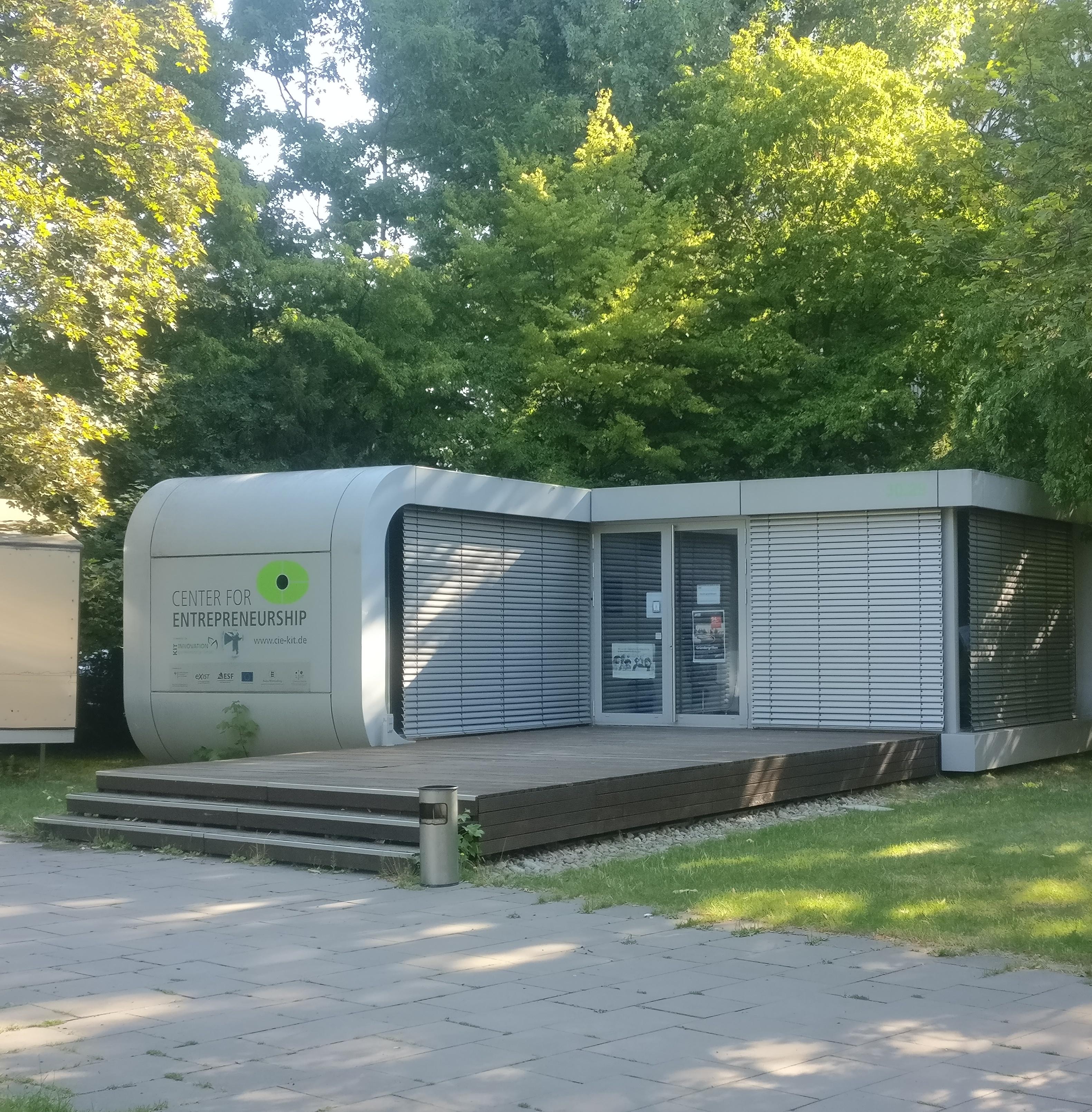 Container der Gründerschmiede auf dem Campusgelände