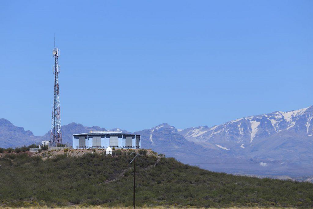 Observatoriumsgebäude auf einer Hügelkuppe