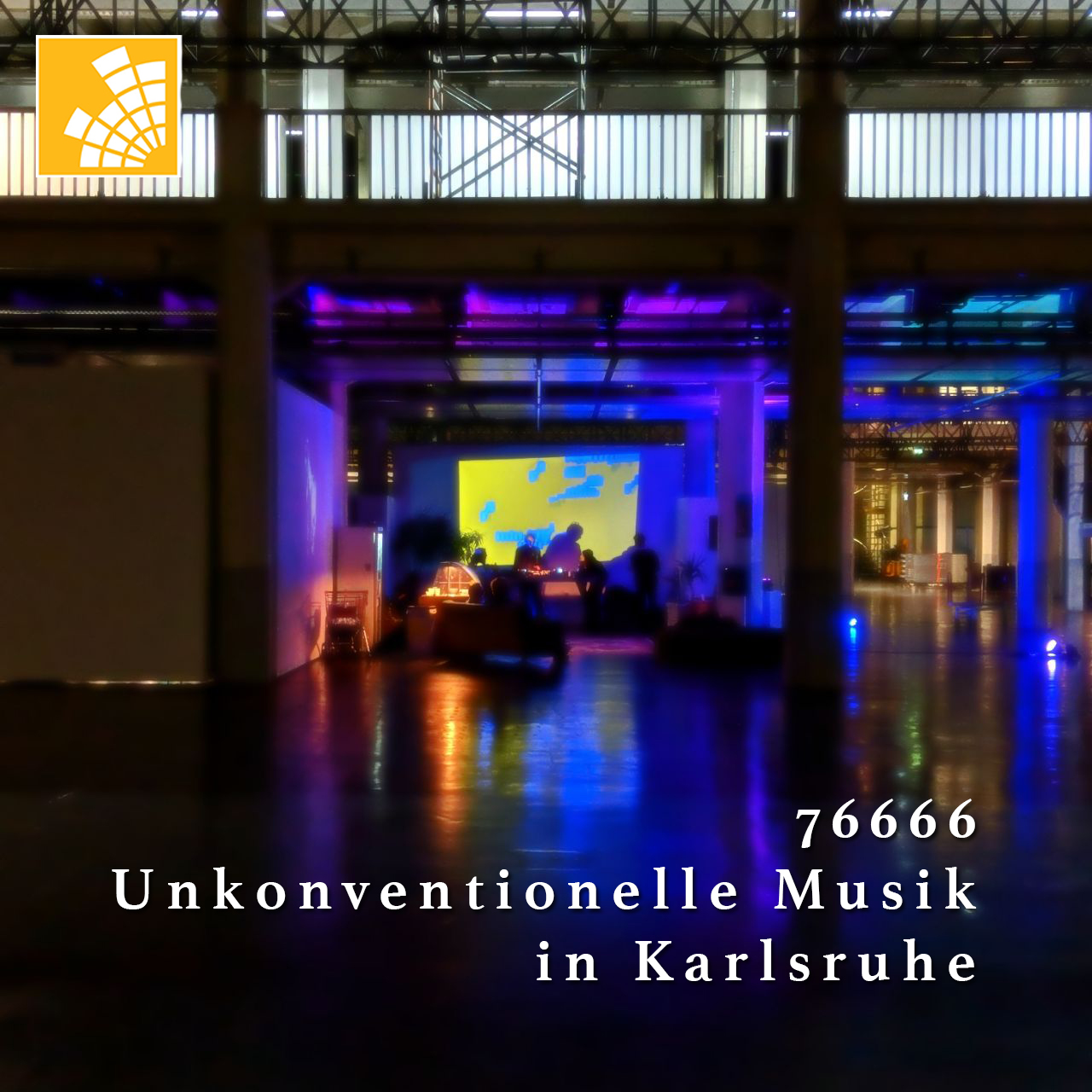 Eine Gruppe von Menschen in einer farbig beleuchteter Halle