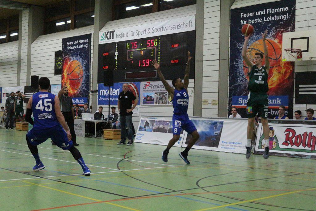 Basketballspieler Daniel Amrhein auf dem Feld