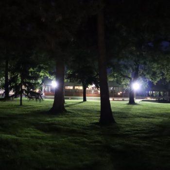 Bundesverfassungsgericht in Karlsruhe bei Nachtbeleuchtung
