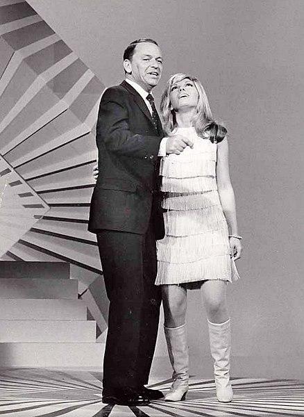 Frank und Nancy Sinatra auf dr Bühne