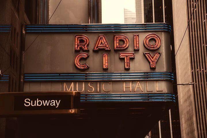 """Schild """"Radio City"""""""