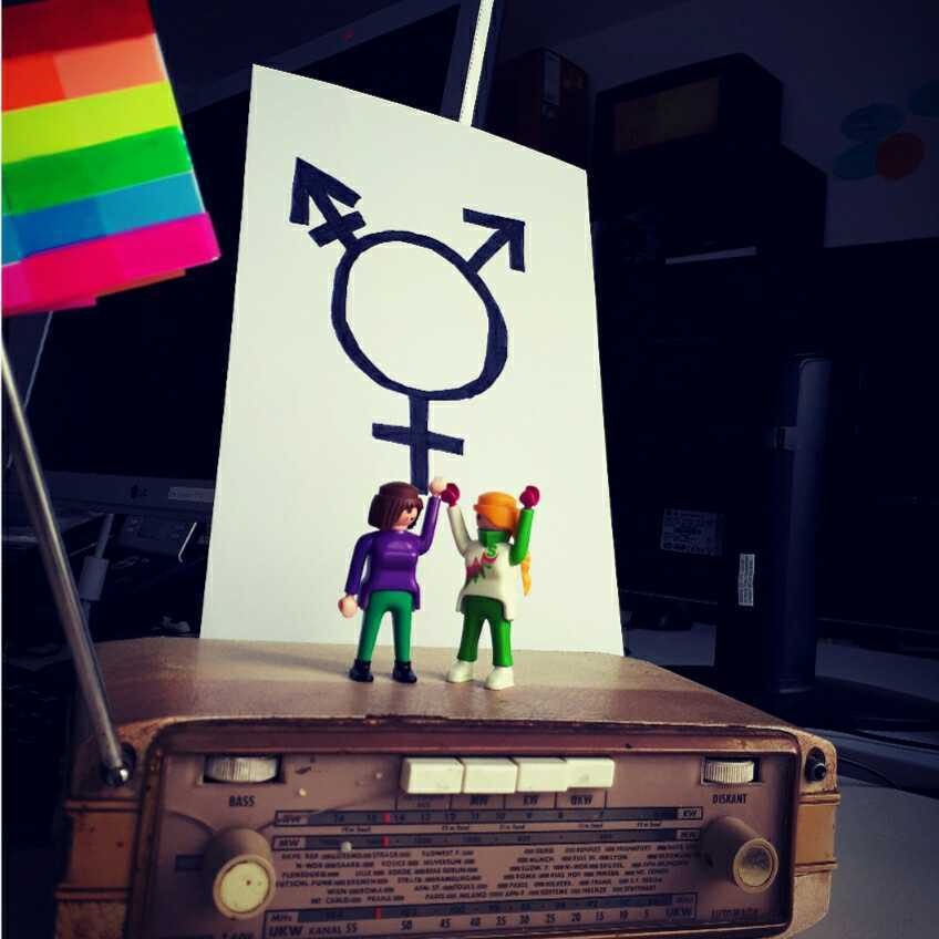 Radio mit Regenbogenfahne