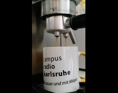 Kaffeetasse in Kaffeemaschine